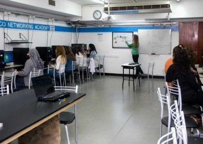 Sala de Computación con pantalla interactiva